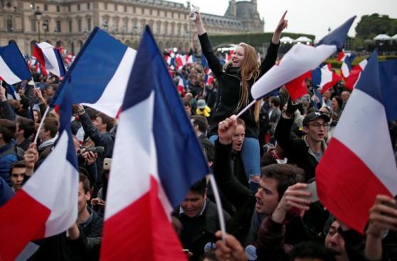 Partidarios de Macron celebran la victoria en las calles