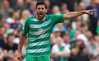 Claudio Pizarro: los indicios de una probable salida del Bremen