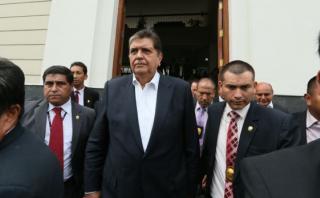 Alan García regresó al Perú y se reunió con dirigencia aprista