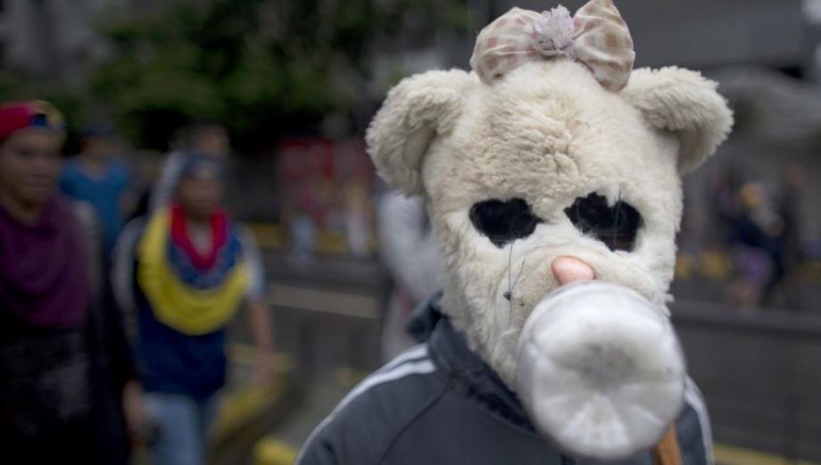Protestas en Venezuela: Los creativos escudos y armas caseras