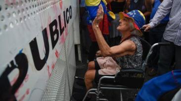 Venezuela: Ancianos fueron reprimidos con gas pimienta [VIDEO]