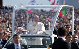Papa Francisco llegó a Portugal a canonizar pastores de Fátima