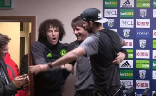 Conte fue 'secuestrado' de conferencia por Costa y David Luiz