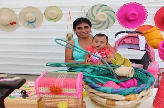 Artesanas damnificadas trabajarán en el Día de la Madre [FOTOS]