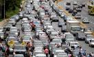 En auto, moto y caballo: Las protestas contra Maduro no cesan