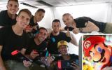 """El Barza se divierte con """"Mario Kart"""" en su camino a Las Palmas"""