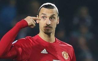 Zlatan Ibrahimovic mantiene en suspenso renovación con United