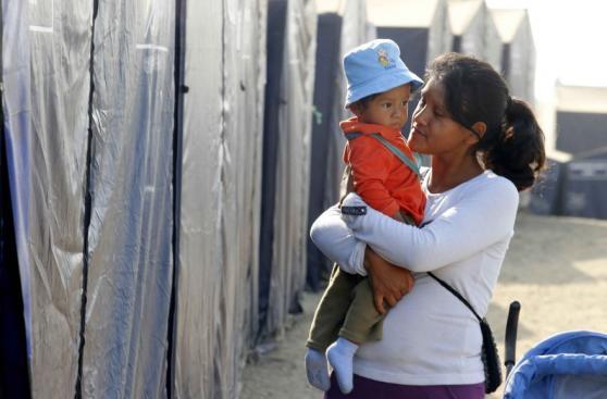 Carapongo: madres celebran su día en carpas e incertidumbre