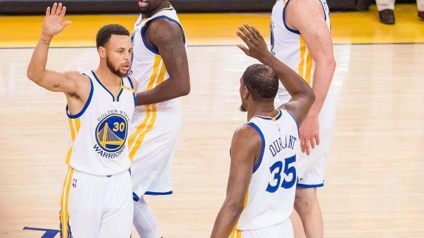 Warriors se imponen 113-111 a los Spurs en primera final Oeste
