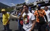 """Venezuela: Policía es herido por un """"francotirador"""" en plantón"""