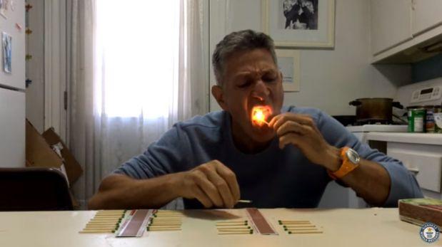 Rompe récord Guinness apagando 37 fósforos con su lengua