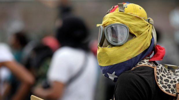Plantón contra Maduro degenera en violencia que deja 2 muertos