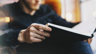 ¿Cuáles son los libros que leen los CEOs más exitosos del mundo?