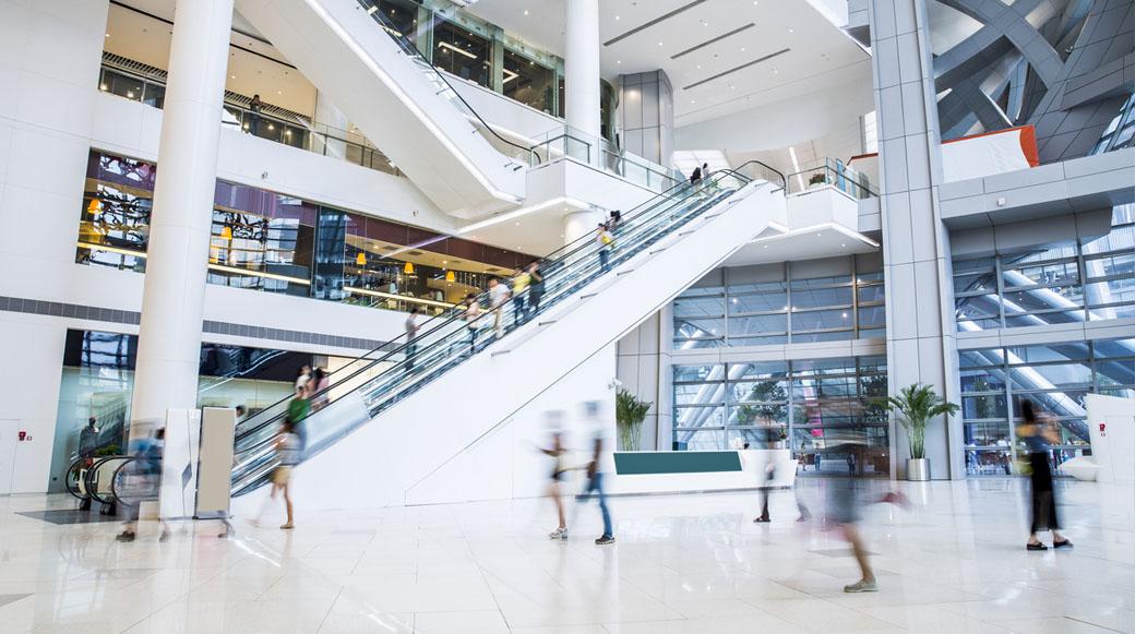 ¿Por qué los centros comerciales deben tener tiendas virtuales?
