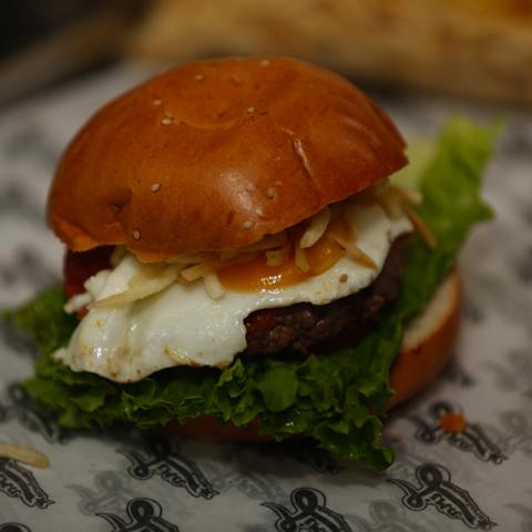 Una hamburguesa lista para comer.
