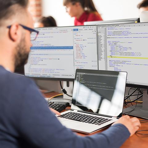 La empresa posee un alto componente tecnológico debido a que usan herramientas como Machine Larning y Big Data que les permite predecir el desempeño del colaborador antes de ser contratado.