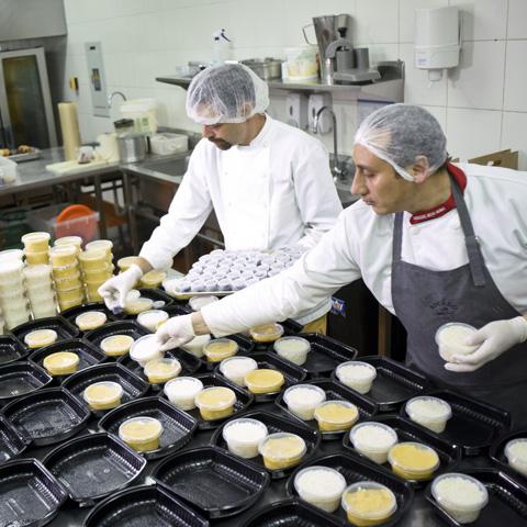 La empresa posee un alto componente tecnológico. No solo es un negocio de cocina basado en Internet, sino que desarrollan estrategias de Business Intelligence y análisis de data.