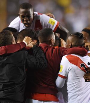 Perú 2-1 Bolivia: una victoria clave con golazos de Flores y Cueva