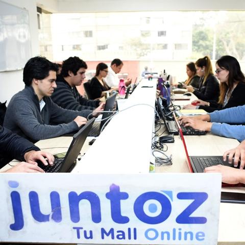 Juntoz ha trasladado al Internet la dinámica que tiene un comprador cuando va a un centro comercial: ingresar a un gran espacio y poder elegir entre más de 500 tiendas virtuales.