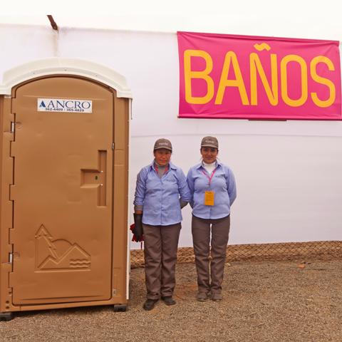 Unos 2,100 baños están permanentemente alquilados a empresas, sobre todo mineras, agrícolas y constructoras.