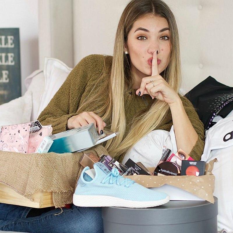 En sus redes sociales, suele realizar sorteos de productos que ella usa y recomienda.