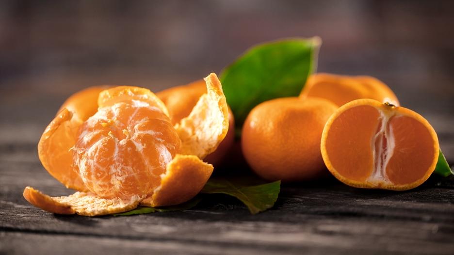 Mandarina: Su IG es de 30. Aporta fibra, agua y vitamina C. Baja en calorías.