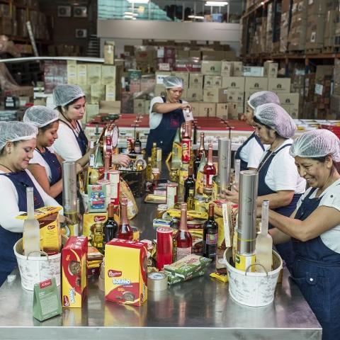 Esta temporada venderá 150 mil canastas navideñas a pedido de empresas y unas 15 mil que son más exclusivas.