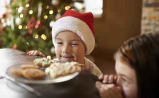 ¿Cómo hacer que tu hijo coma saludable esta Navidad?
