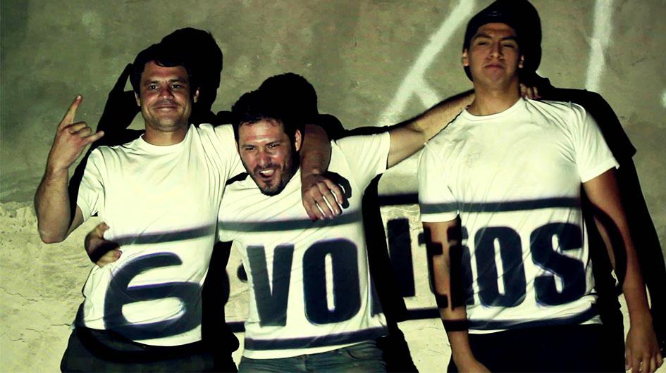 6 Voltios. Reconocida banda de punk-rock file a su estilo.