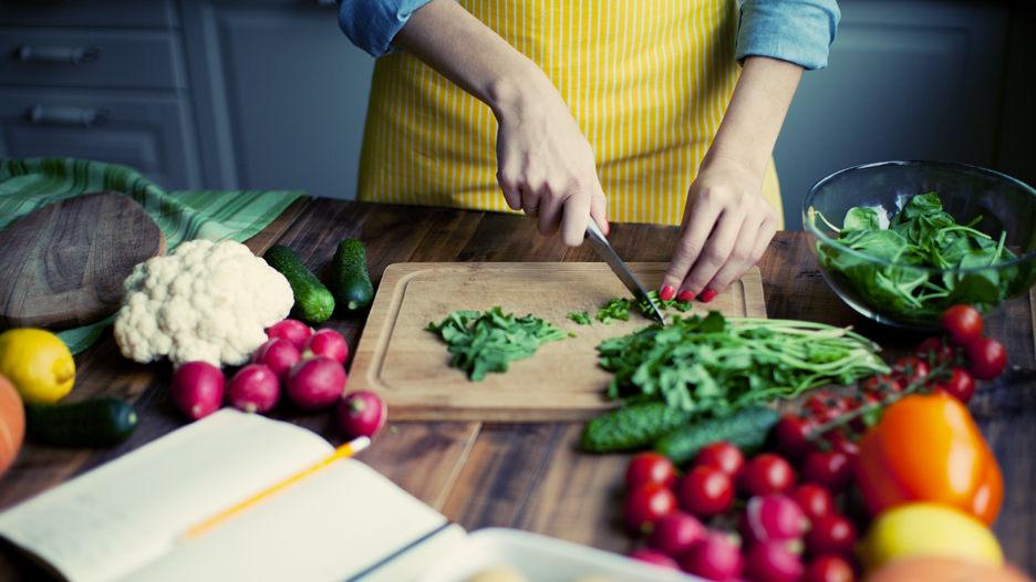 Un estudio estima que un cambio en la dieta puede reducir la incidencia global de cáncer entre un 30 y 40%. Mira la lista de alimentos que podrían reducir este mal.