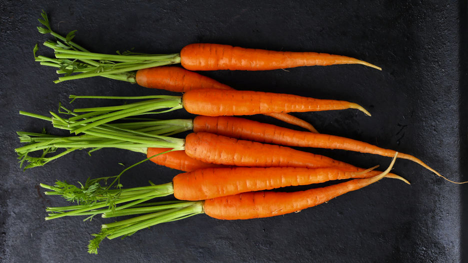 Zanahoria. Al igual que la espinaca, contiene carotenoides. Cruda o cocida su efecto es el mismo.