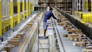 Amazon tiene la patente de una pulsera que rastrea a los trabajadores