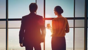 Reino Unido: 4 empresas que luchan por reducir la brecha salarial