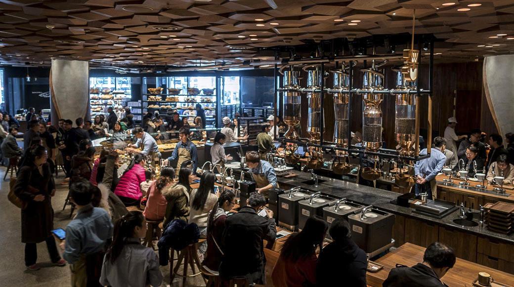 Starbucks inaugura su local más grande del mundo en Shanghái