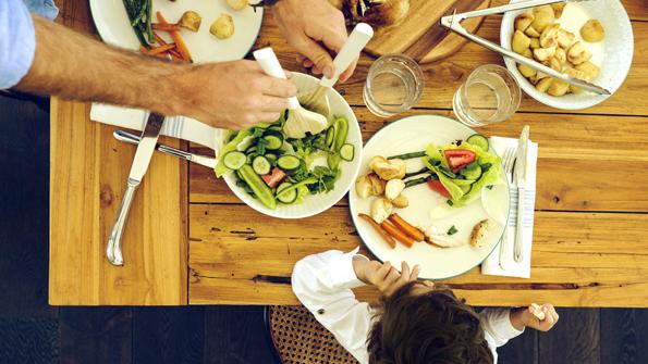 Aunque las necesidades de cada persona pueden variar, en general se recomienda una dieta saludable y nutritiva que incluya los alimentos que encontrarás en la siguiente galería.