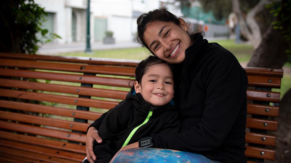 [VIDEO] Silvia Cárdenas: mamá runner que apoya a los invidentes