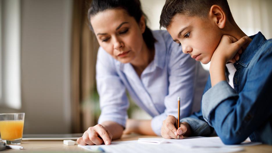 ¿Cómo ayudar a tu hijo a salvar el año escolar?