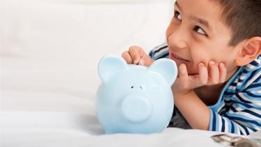 5 momentos claves para enseñarle a tu hijo el valor del dinero