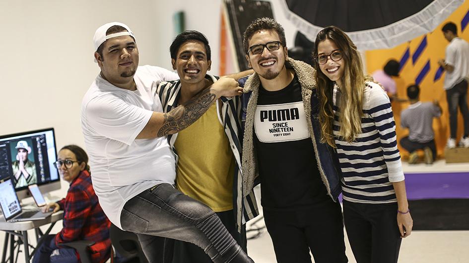 'Franda', 'Gerardo Pe' y Jorge Talavera también compartieron las risas con el equipo de la sesión fotográfica.