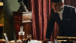 5 series de Netflix donde el whisky es el gran protagonista