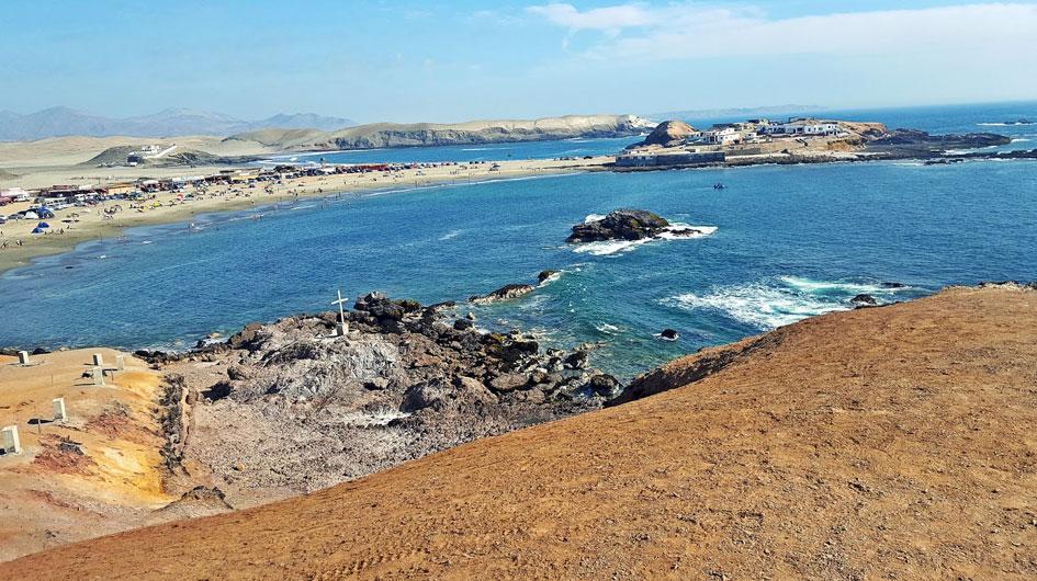 Tuquillo. Playa familiar que es considerada como la piscina del Océano Pacífico, por la quietud de sus aguas. El viaje en carretera dura cuatro horas y media.