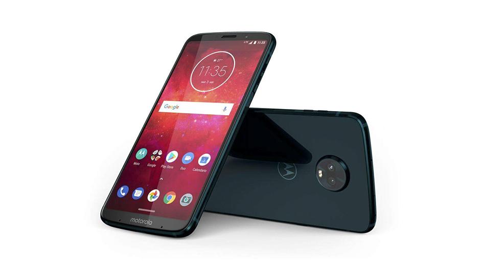 """Motorola Moto Z3 Play. Tiene una cámara 12 MP + 5 MP, además de una pantalla de 6"""", una de las favoritas del mercado. Su cámara frontal es de 8 MP."""