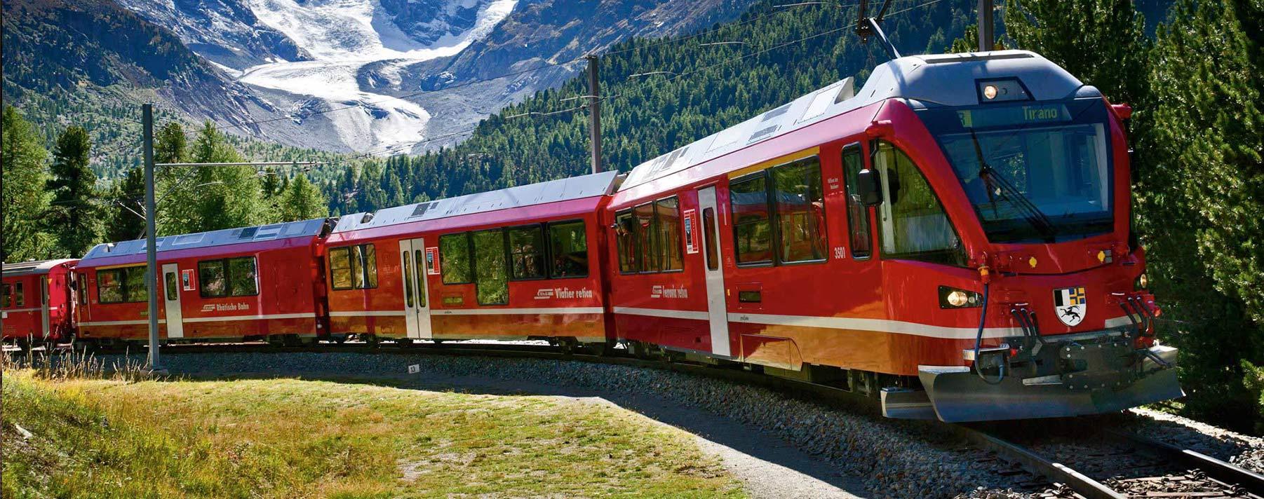Este increíble viaje en el Bernina Express comienza en Coira, Suiza, y atraviesa los Alpes hasta llegar a Tirano, en Italia.