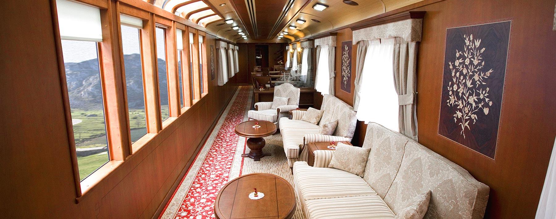 El Transcantábrico Gran Lujo es un tren que evoca la nostalgia y el encanto de aquellos grandes expresos de principios del siglo XX.