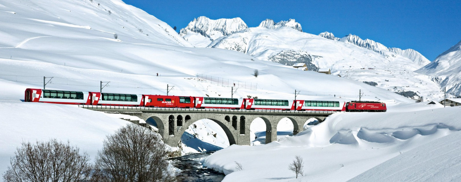 El Glacier Express es conocido como el tren expreso más lento del mundo, con ocho horas de recorrido de 290 kilómetros.