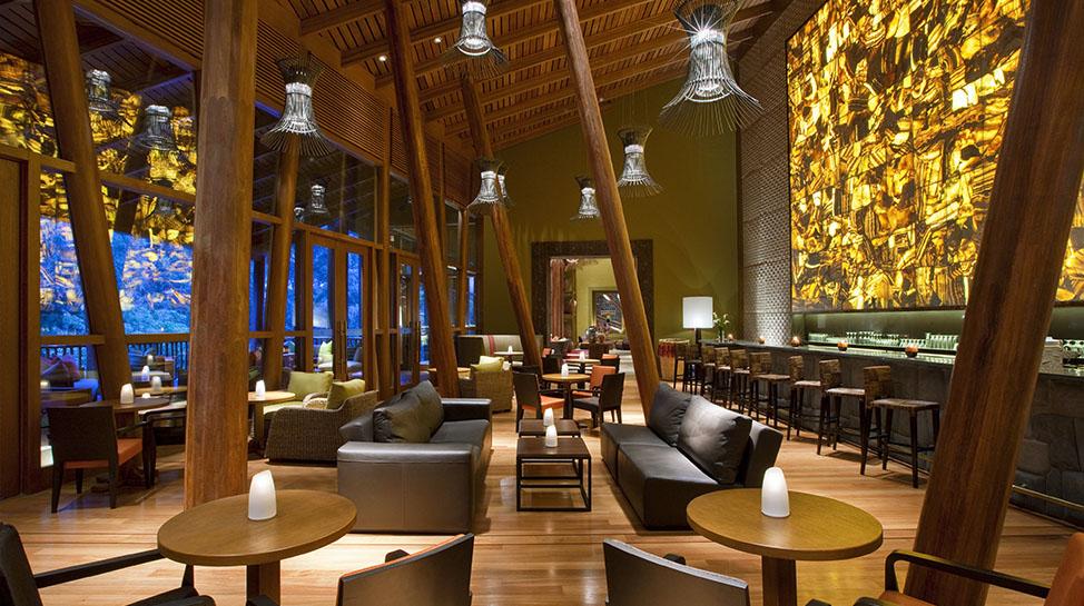 2. Tambo del Inka a Luxury Collection Resort & Spa. Se encuentra en Urubamba, en pleno Valle Sagrado. Cuenta con una estación de tren con traslado directo a Machu Picchu.
