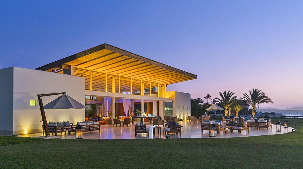 6. Hotel Paracas, a Luxury Collection Resort. El resort cuenta con 120 habitaciones, piscinas, bar-lounge, spa y deportes acuáticos como Paddle board, kayak y catarmán.
