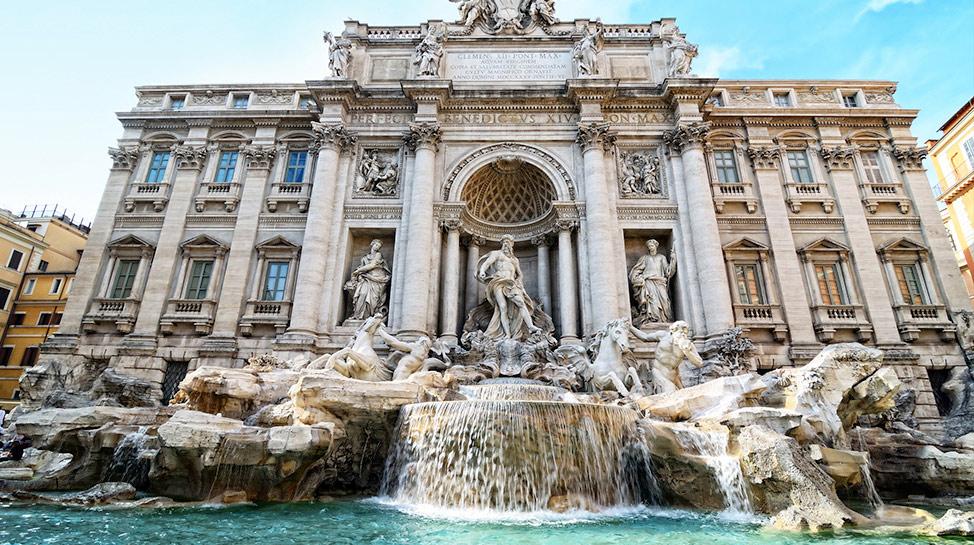 Para volver a Roma, recomiendan colocarse de espaldas a la Fontana de Trevi y lanzar monedas sobre el hombro izquierdo. ¿Te animas a probar suerte?