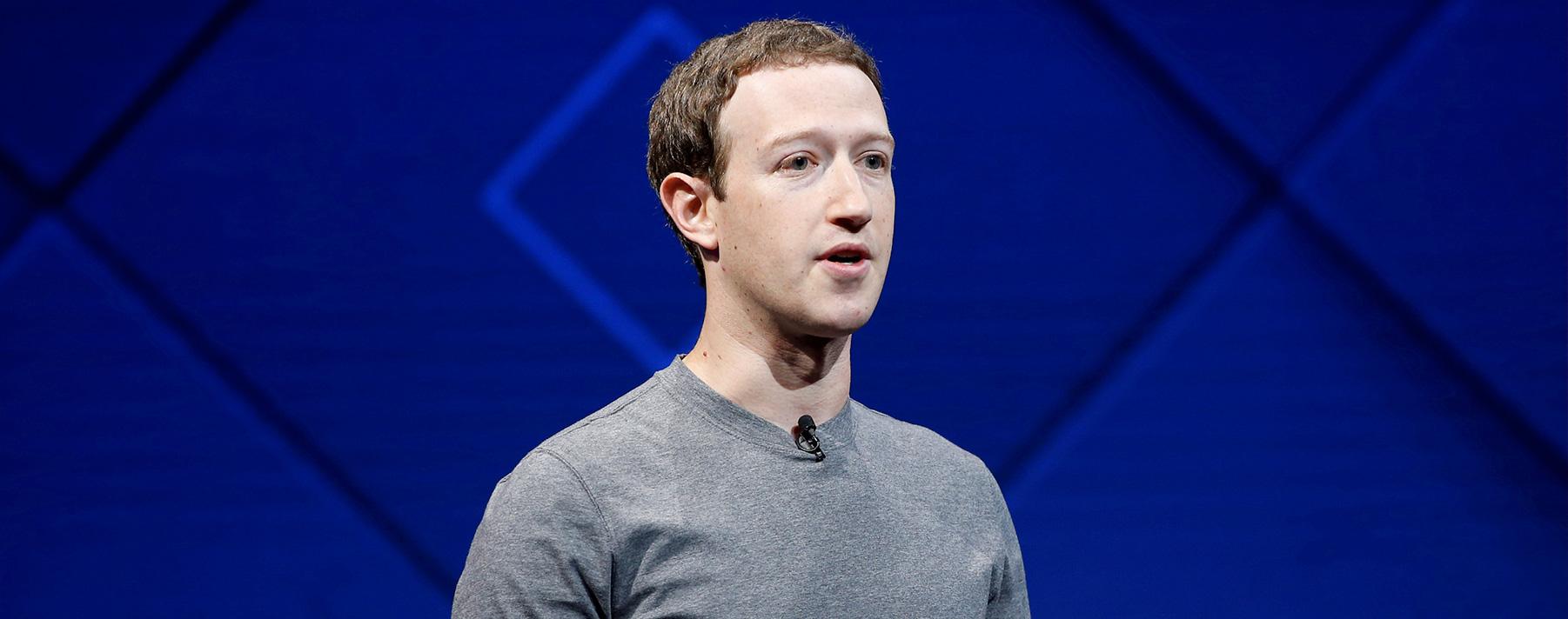 Mark Zuckerberg. EL creador de Facebook, se sube a su bicicleta estática, donde se conecta vía streaming con su entrenador personal para seguir su rutina diaria.