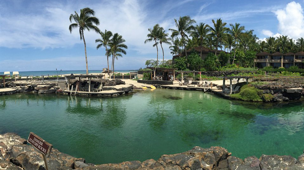 Hawaii. El Four Seasons Resort Hualalai ofrece una piscina natural de agua de mar y agua dulce, habitada por 4 mil peces tropicales.